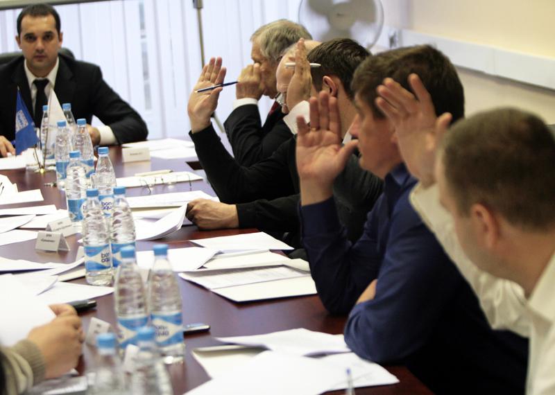 Медведев: прививки от коронавируса могут стать обязательными