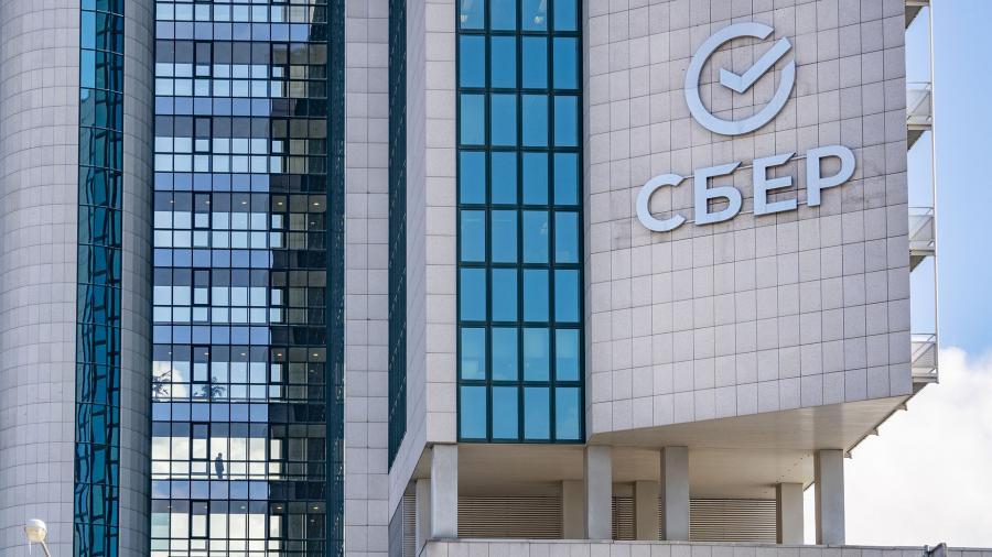«Сбер» заявил о росте средней месячной зарплаты в России