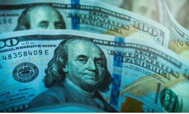 Миллиардер Далио назвал валюту, которая заменит доллар