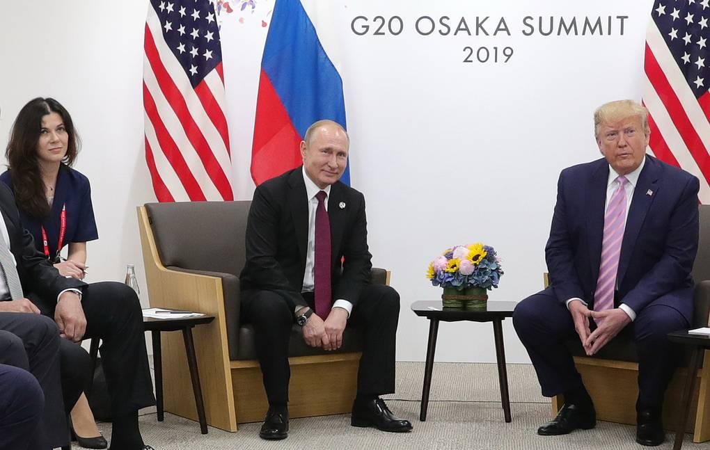 Путин якобы мог взять красивую переводчицу на встречу с Трампом, чтобы отвлечь его